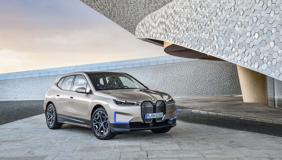 2022 BMW iX Electric Crossover Will Offer 500 HP, 300-Mile Range