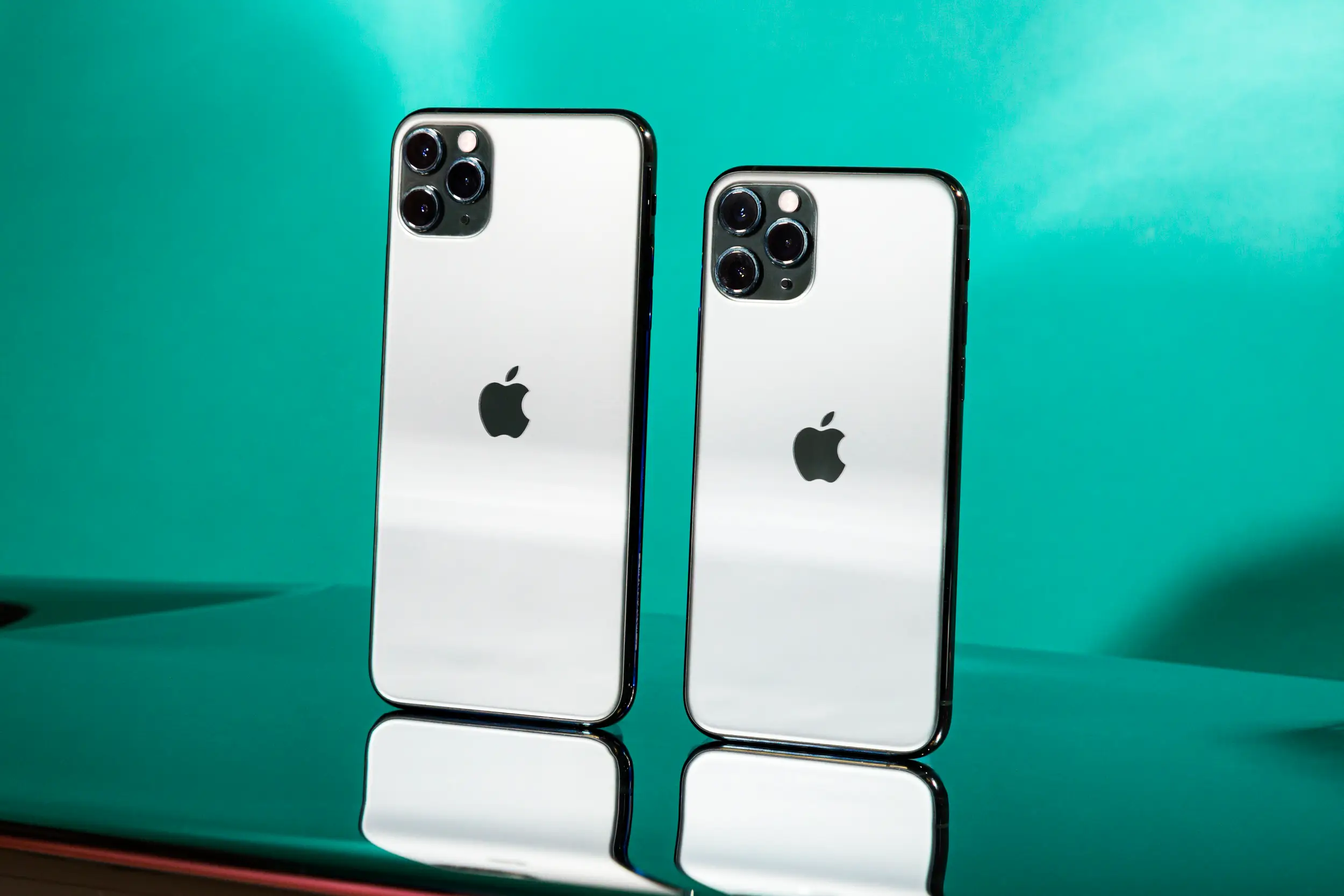 iPhone 12 Pro vs iPhone 12 Pro Max: Which Takes Better Photos?