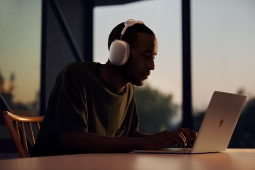 Which is Better: Headphones, Earphones, or Speakers?