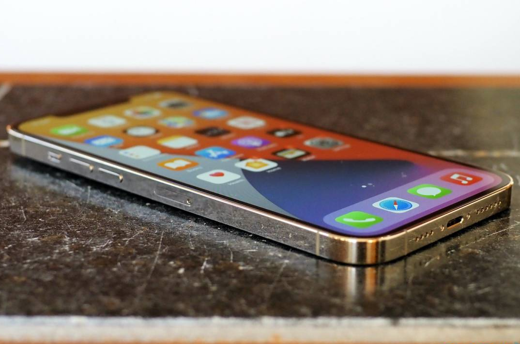 iPhone 13 in-display Touch ID could have mask mandates to thank