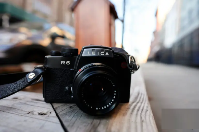 Leica R6 - Vintage Camera Review: Cheap Leica, Pricey Lenses