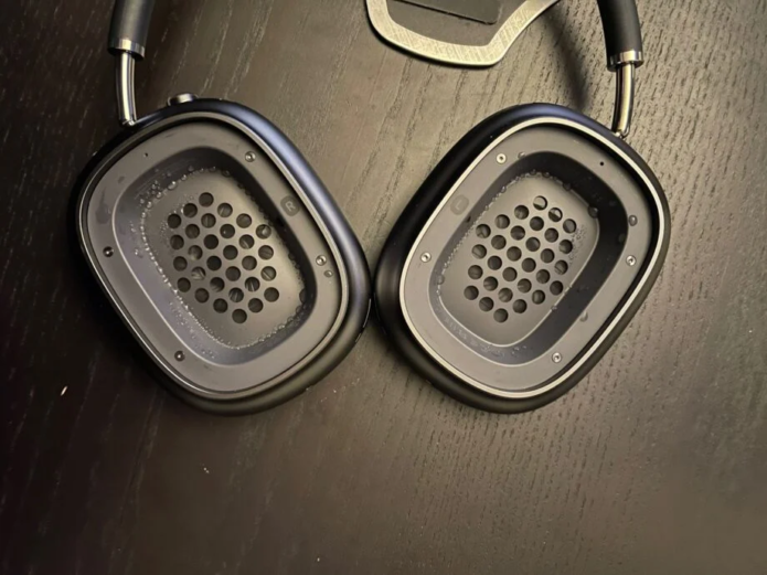 AirPods Max users report condensation issue inside ear-cups
