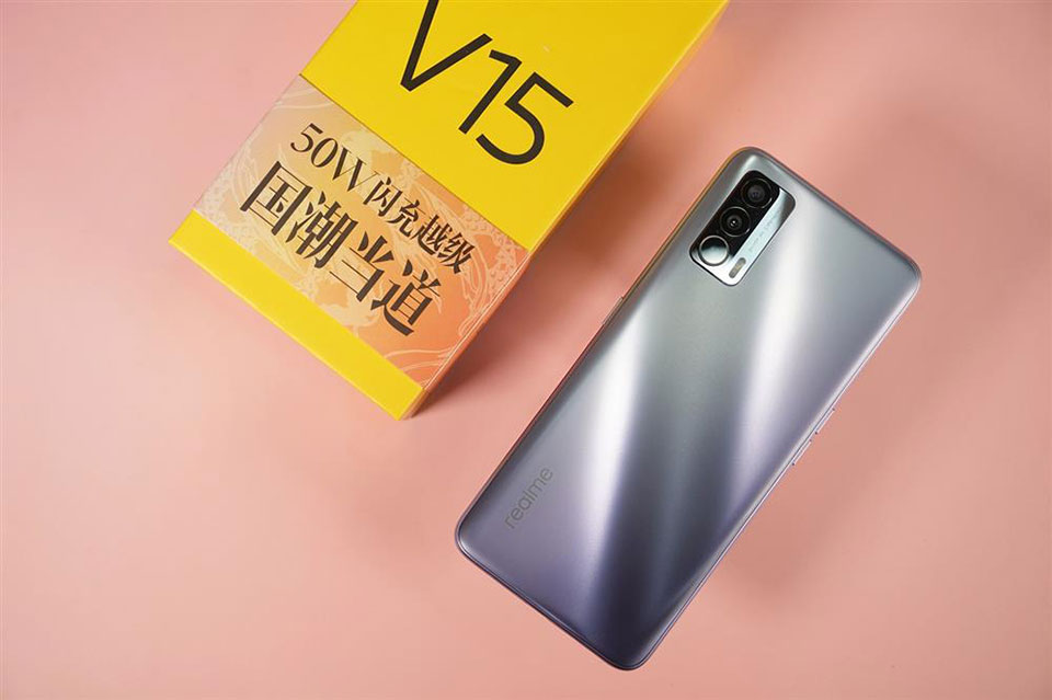 Realme V15 Review: Premium Budget Phone With Affordable Price