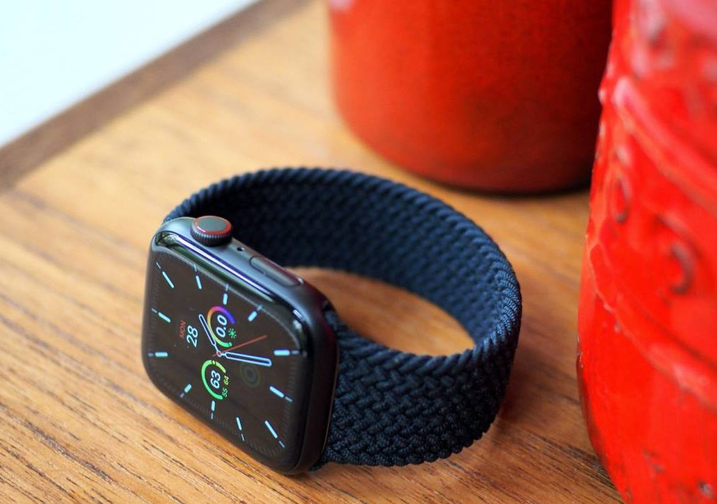 Apple Watch 5, Watch SE free repairs offered for charging issue