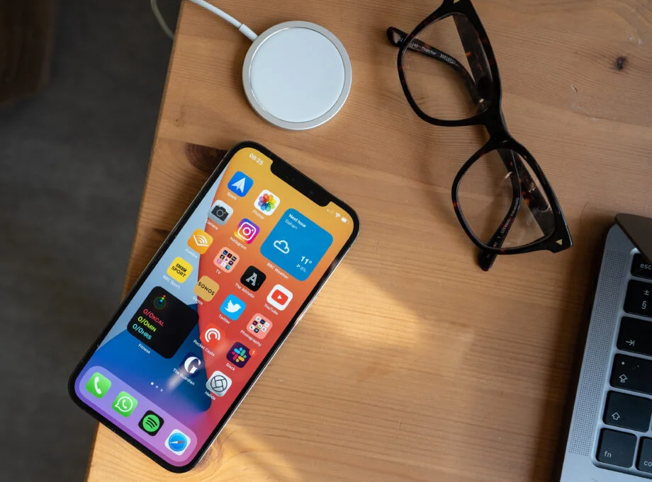 iOS 14.5 Features: Face ID to work with masks, support for new game controllers