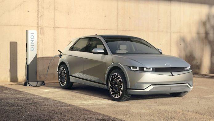 2022 Hyundai Ioniq 5 Kicks Off EV Lineup in Eye-Catching Style