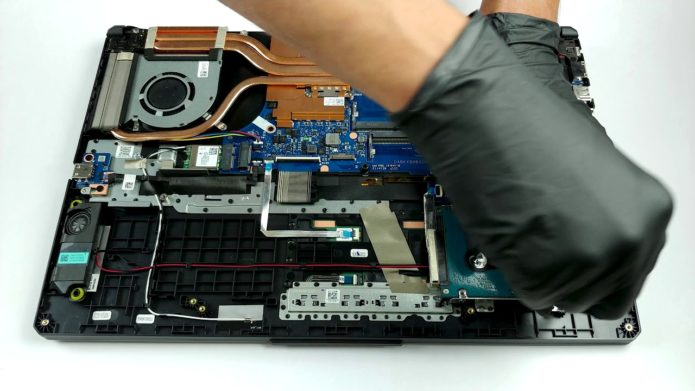 Inside ASUS TUF A17 (FA706) 2021 – disassembly and upgrade options