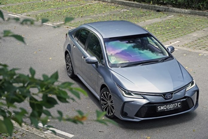 2020 Toyota Corolla Altis Hybrid Review