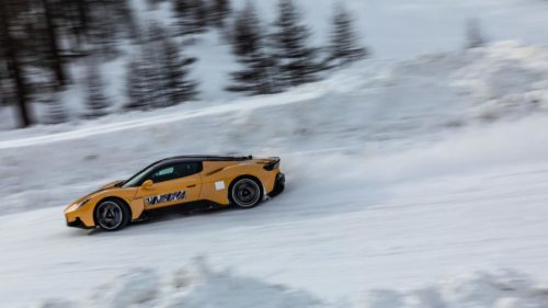 Here's the Maserati MC20 frolicking in the snow