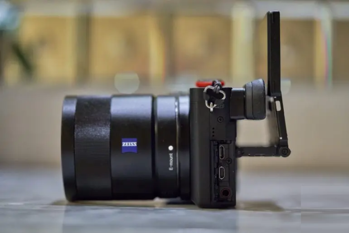 Affordable Flexibility: Hybrid Cameras Perfect for New Content Creators