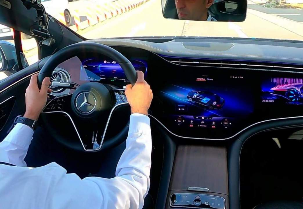 2022 Mercedes-Benz EQS virtual co-drive: A high-tech preview of a high-tech EV