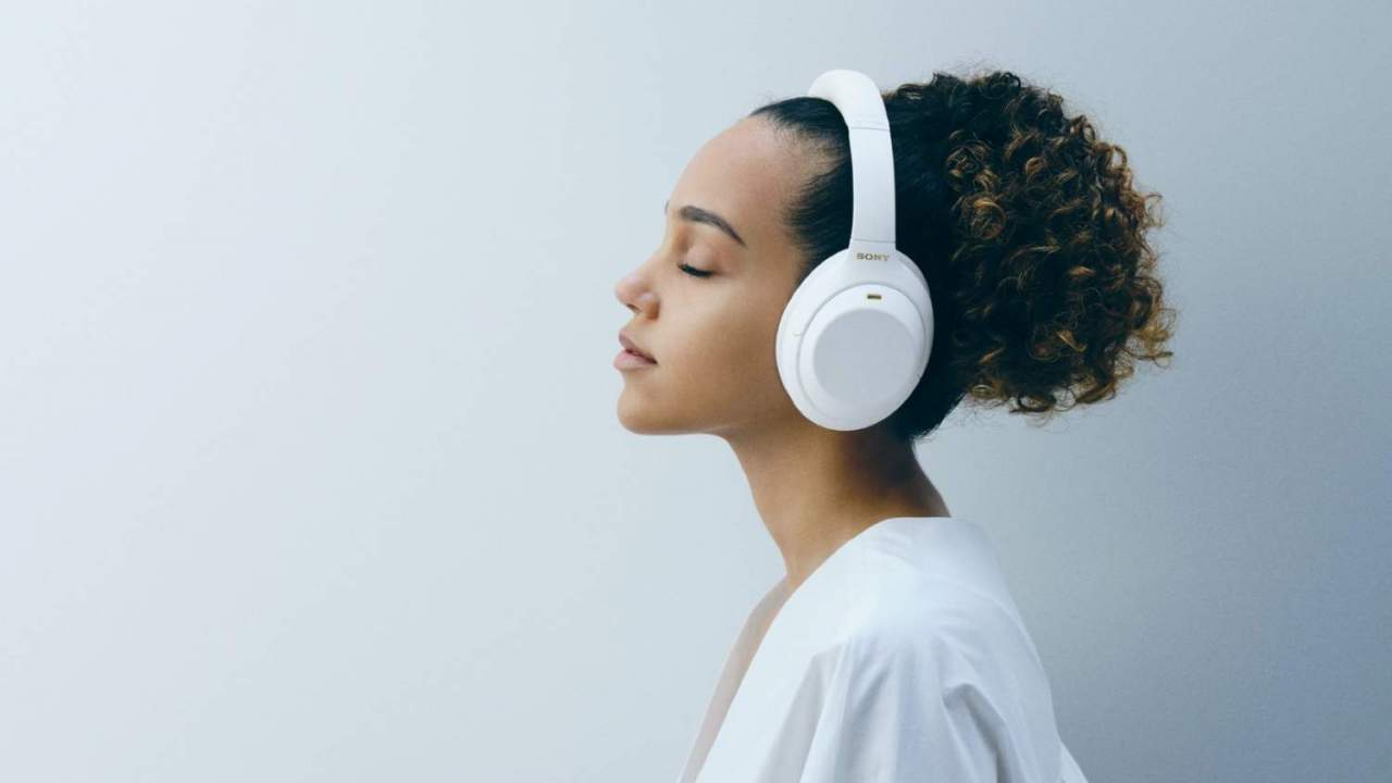 Sony WH-1000XM4 Silent White give ANC headphones a rare new finish