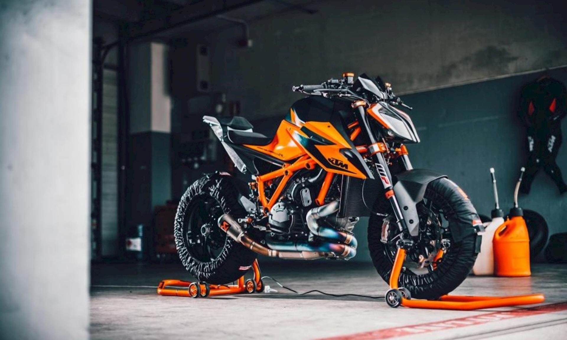 2021 KTM 1290 Super Duke RR First Look