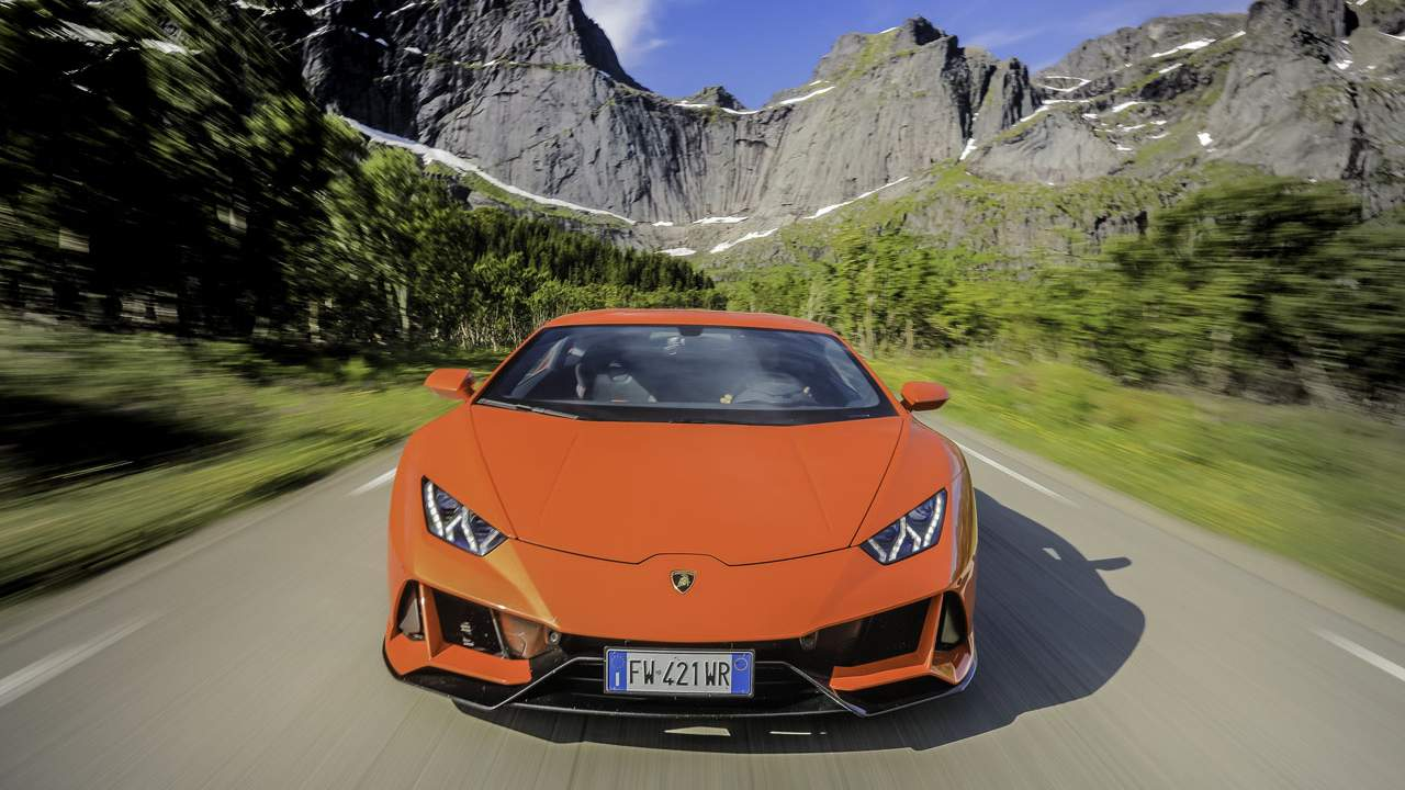 Lamborghini adds new connectivity services to the Huracan EVO