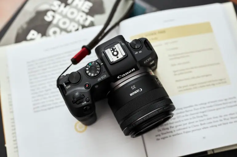 The 3 Best Affordable 35mm Lenses for Portrait Photography