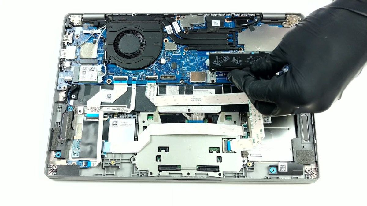 Inside Dell Latitude 13 5320 – disassembly and upgrade options