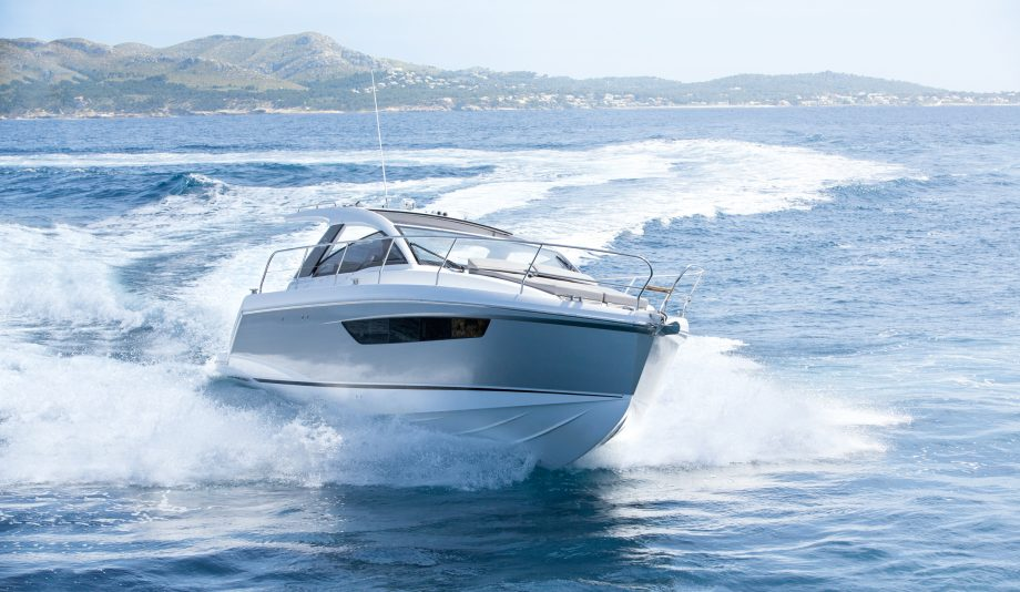 Sealine S330 yacht tour: Capacious coupe is a home away from home