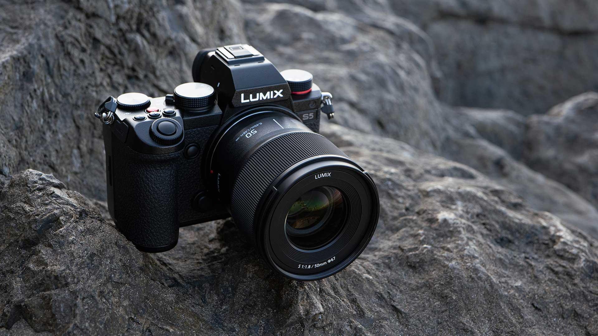 LUMIX S 50mm F1-8 Lens