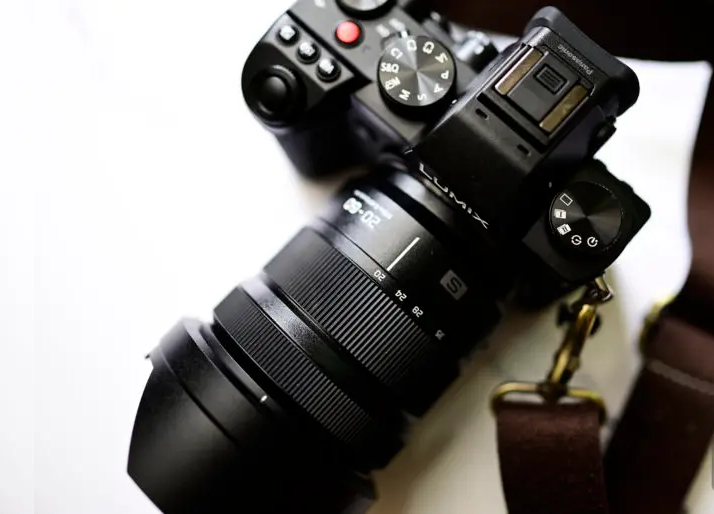Panasonic-20-60mm-f3.5-5.6-Lens