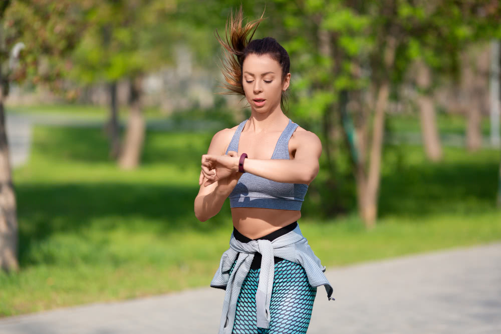 young-woman-checks-her-pulse-during-race