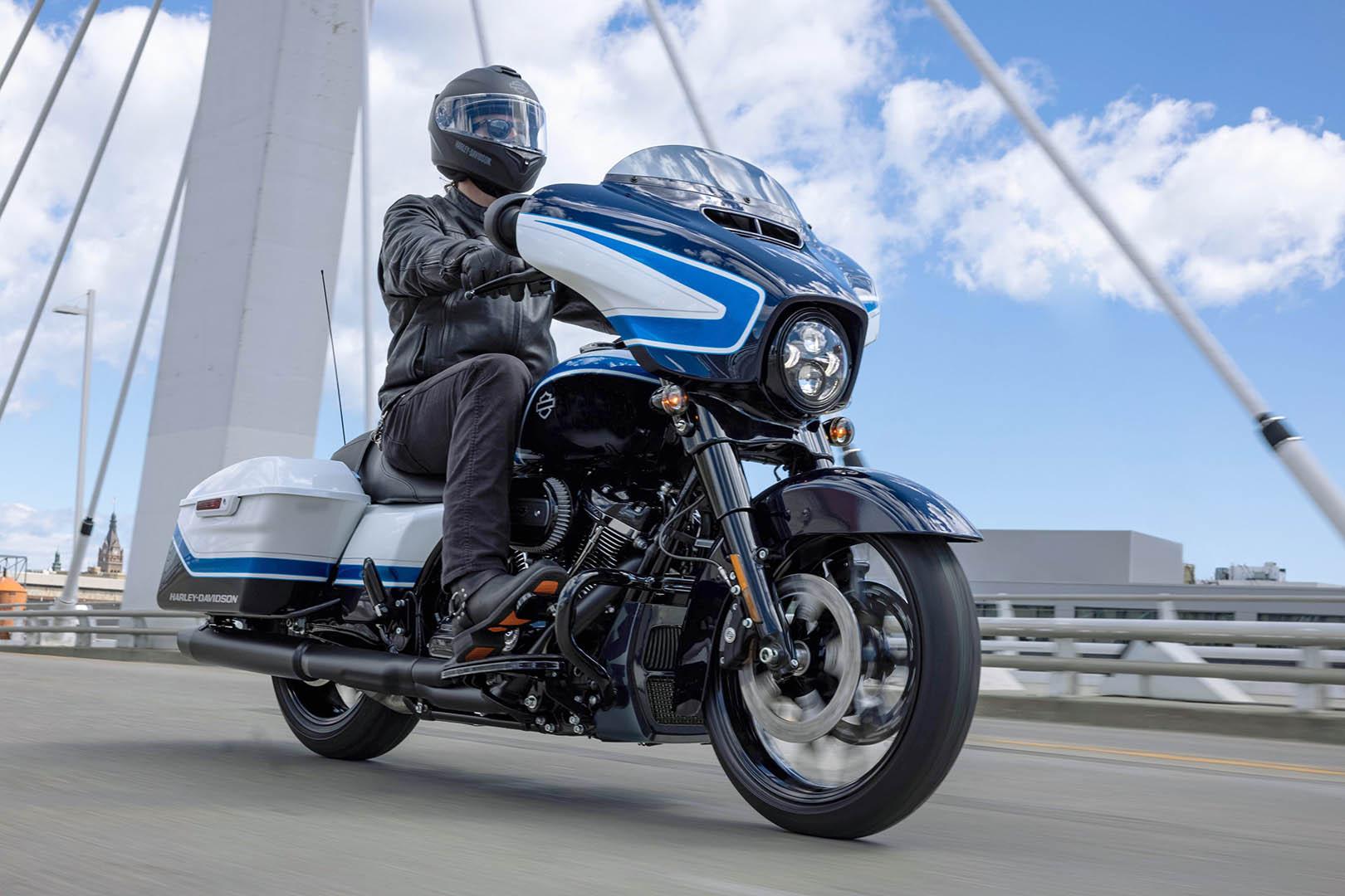 2021 Harley-Davidson Street Glide Special Arctic Blast Limited Edition