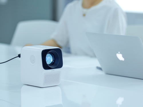 Wanbo T2 Free Review – 1080P Portable Mini Projector