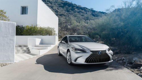 Boring 2022 Lexus ES Sedan Looks Better With New TRD Body Parts