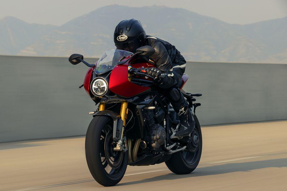 triumph-speed-triple-1200-rr