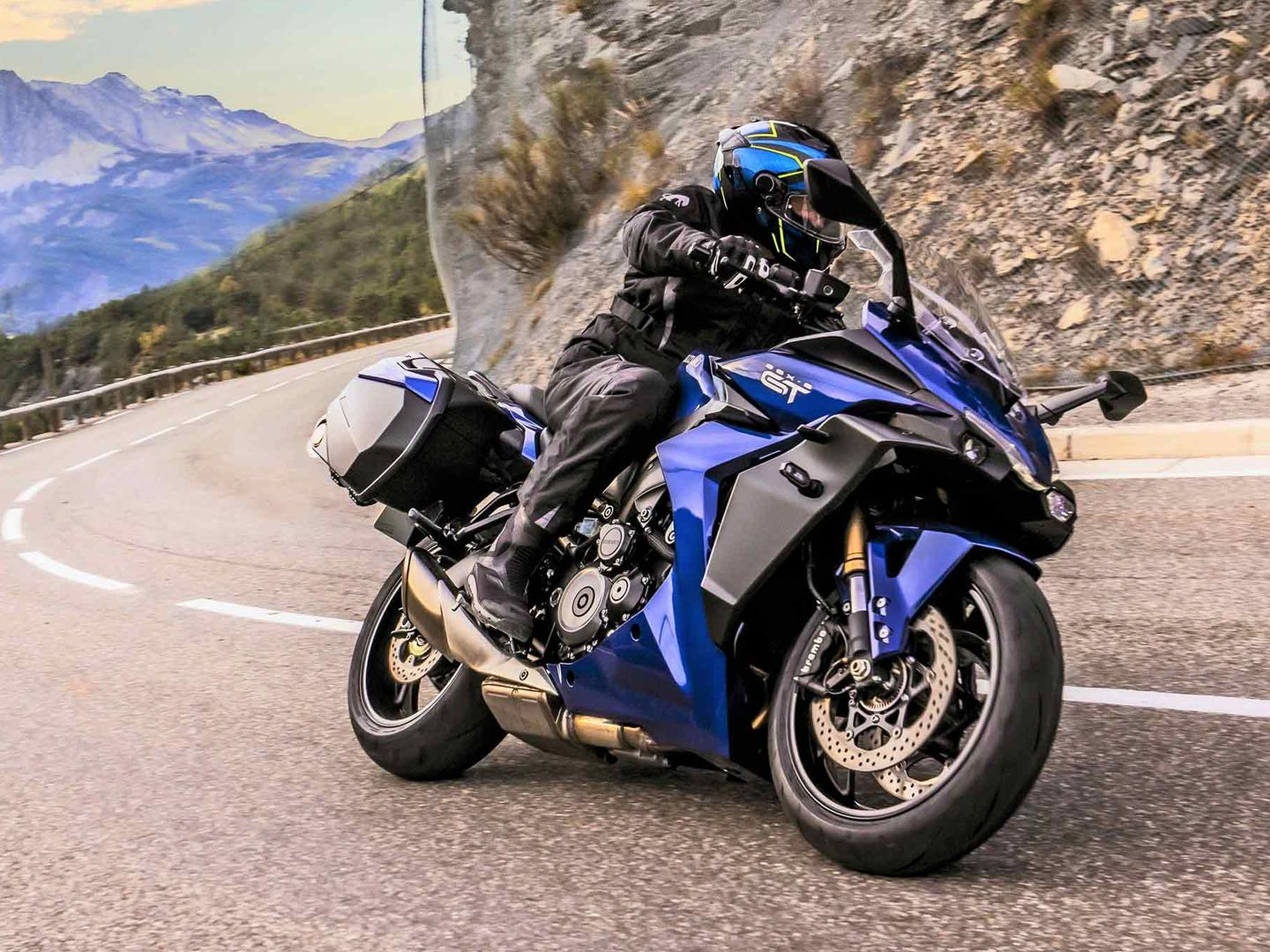 2022 Suzuki GSX-S1000GT