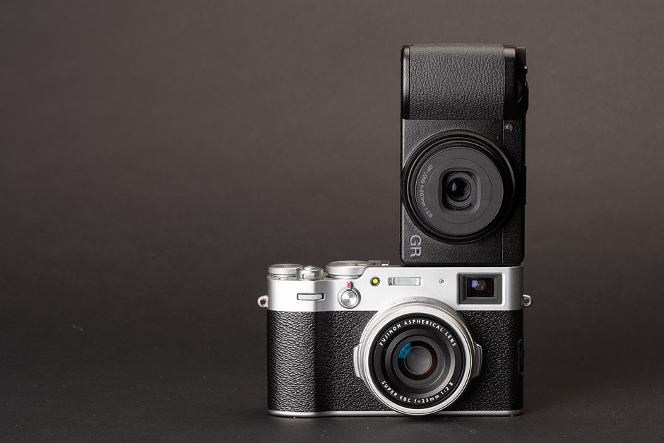 Ricoh GR IIIx vs Fujifilm X100V
